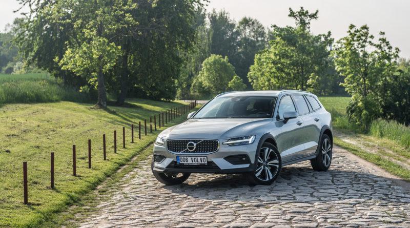 Test Volvo V60 Cross Country D4 2019: V60vpohorkách (+VIDEO)